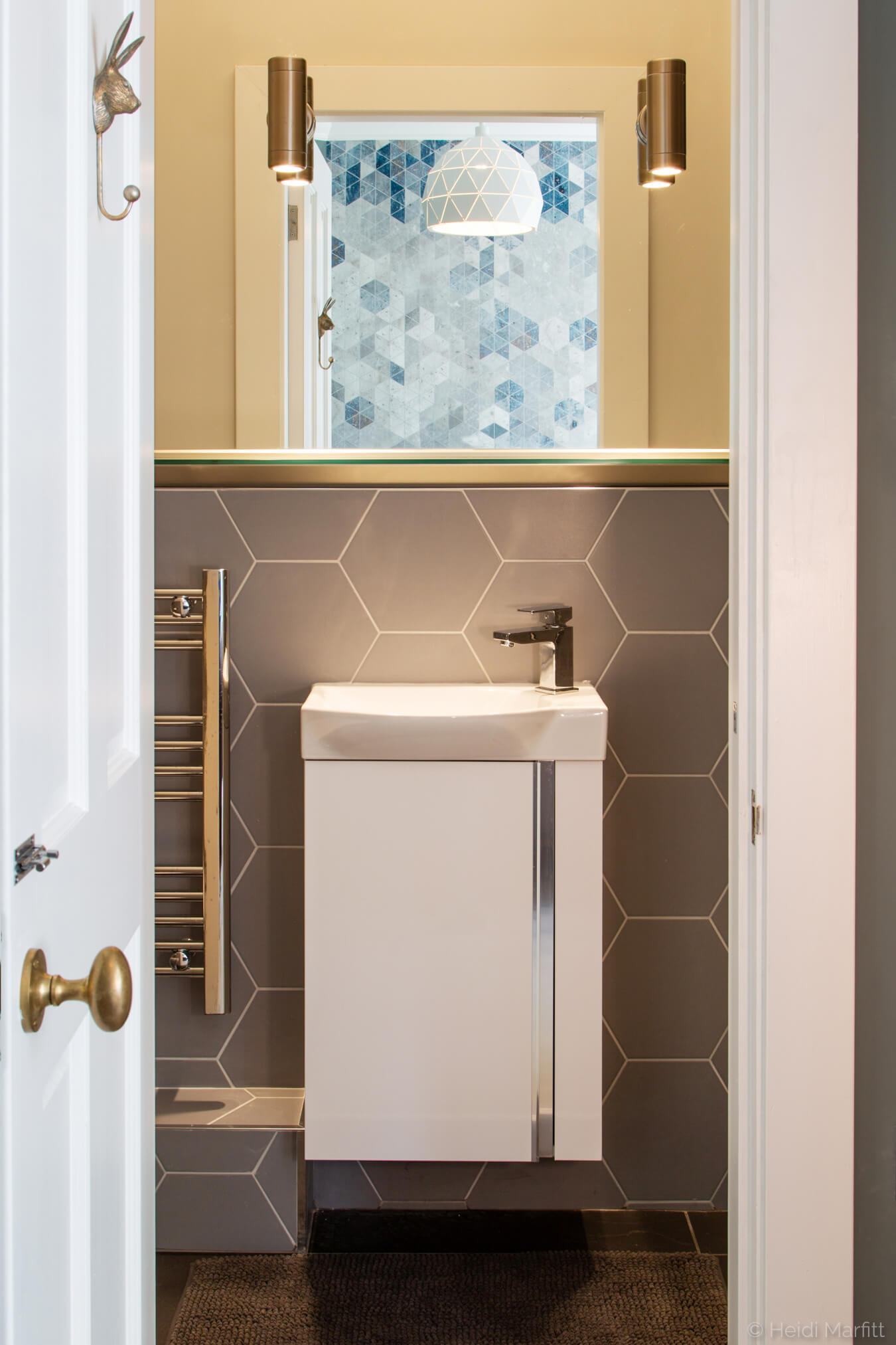 Hexagon wall tiles and an oversized mirror add a dash of style to this en suite