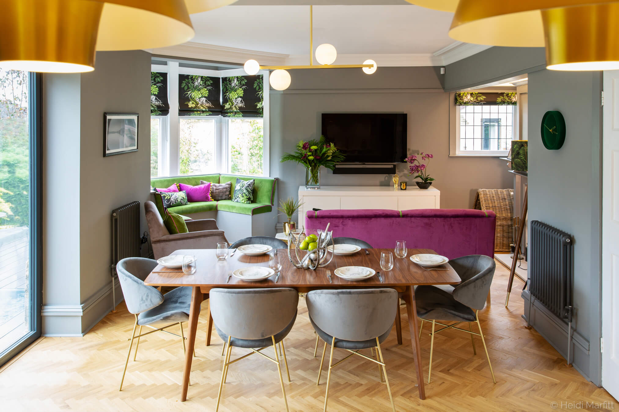 Bursts of colour add personality to this open plan kitchen/sitting room