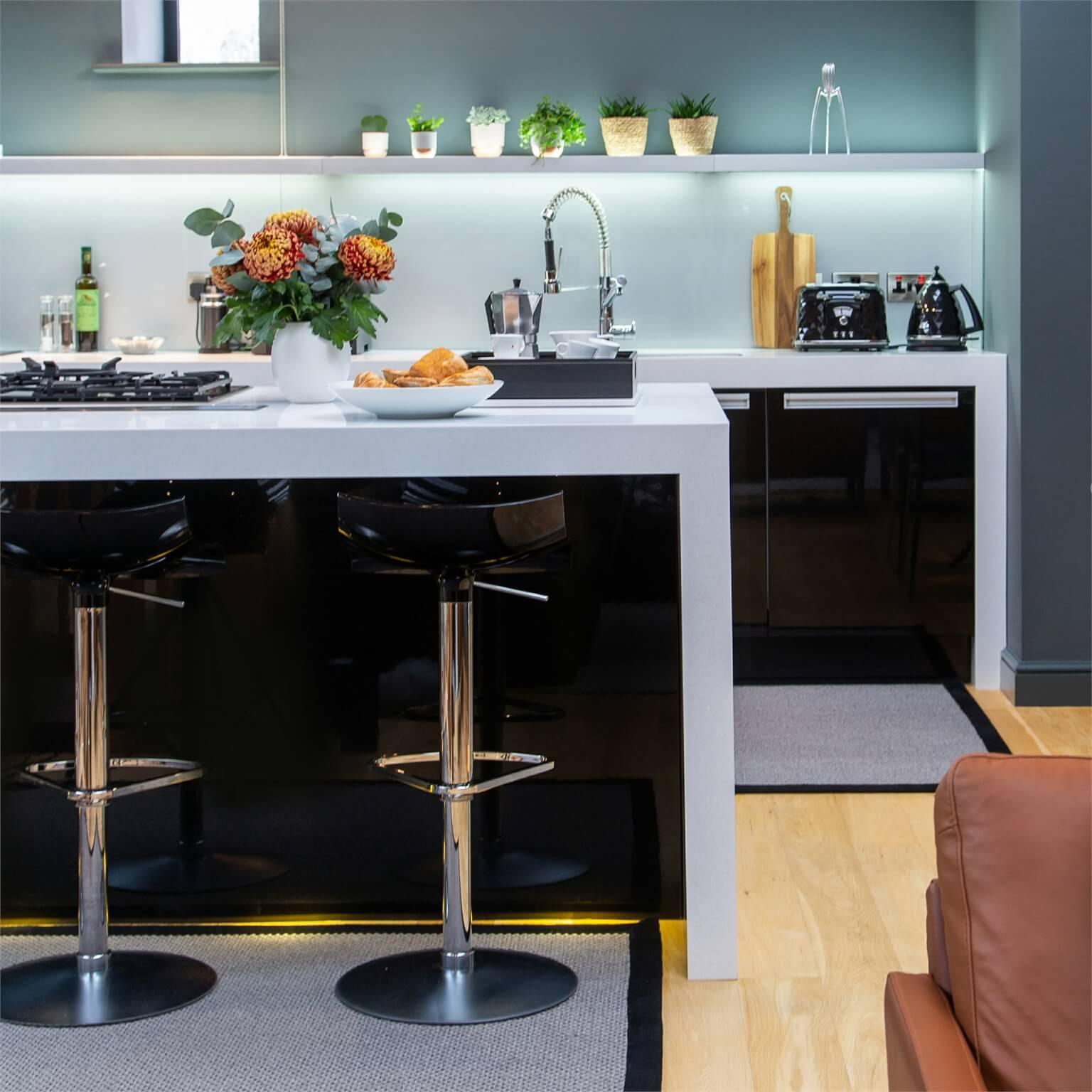Downpipe walls bring drama to this sociable kitchen